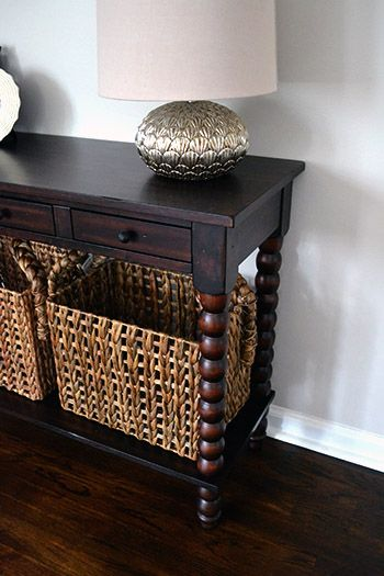 Leo Foyer Table Like The Wicker Baskets