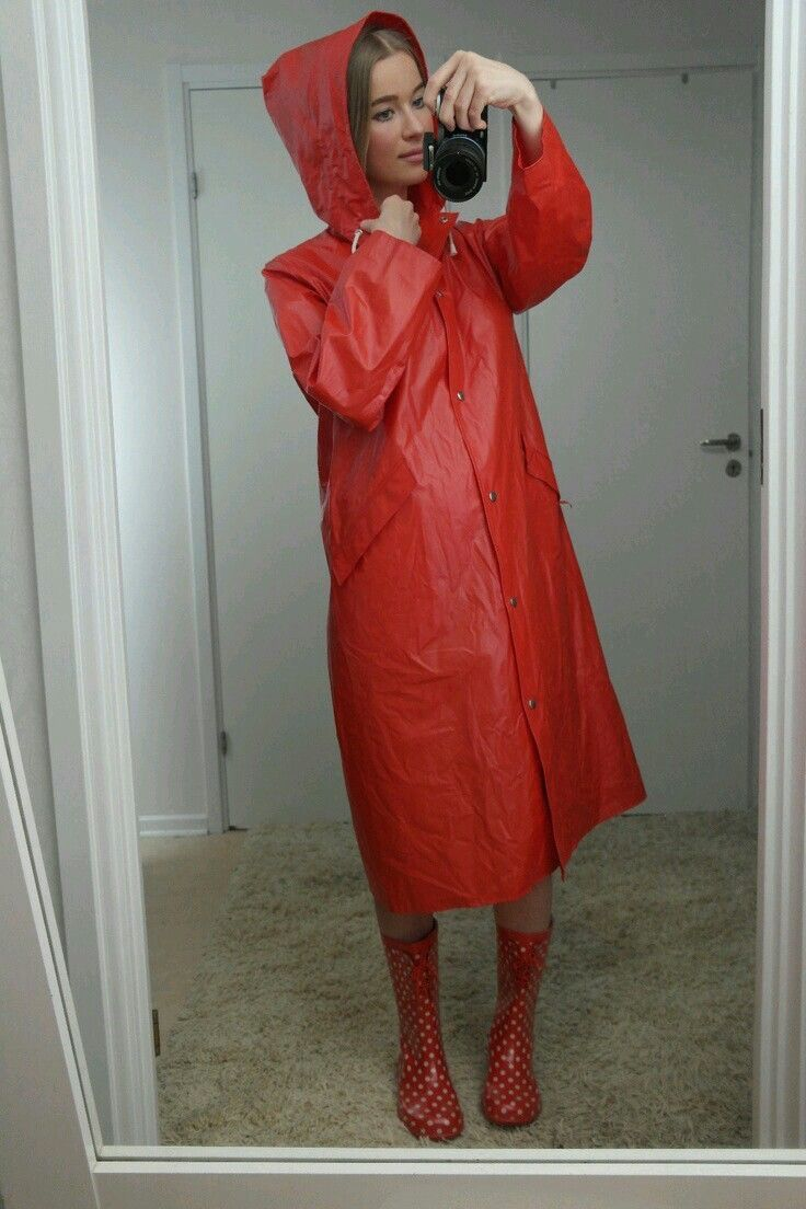 Cute Selfie In Red Raincoat And Boots  Regenmantel -9565