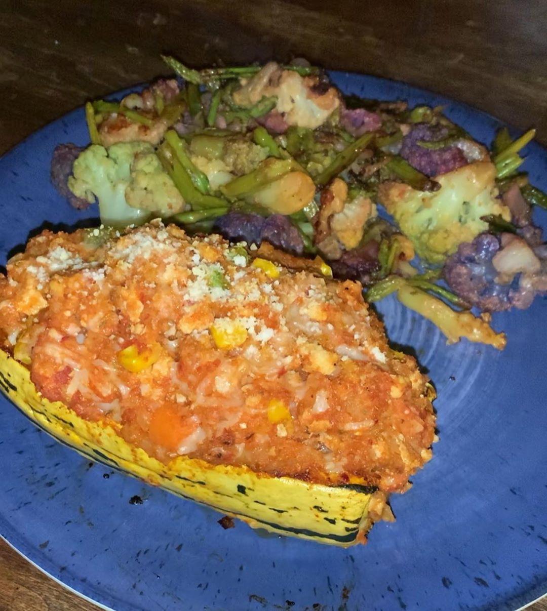 Friday night dinner was amazing!! Stuffed Delicata Squash (2sp) rainbow broccoli (0sp) and asparagus (0sp). The... #fridaynightdinner
