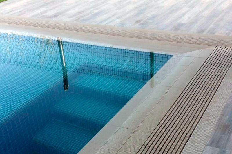 La rejilla cer mica de klinkertech es la mejor opci n para for Rejilla piscina