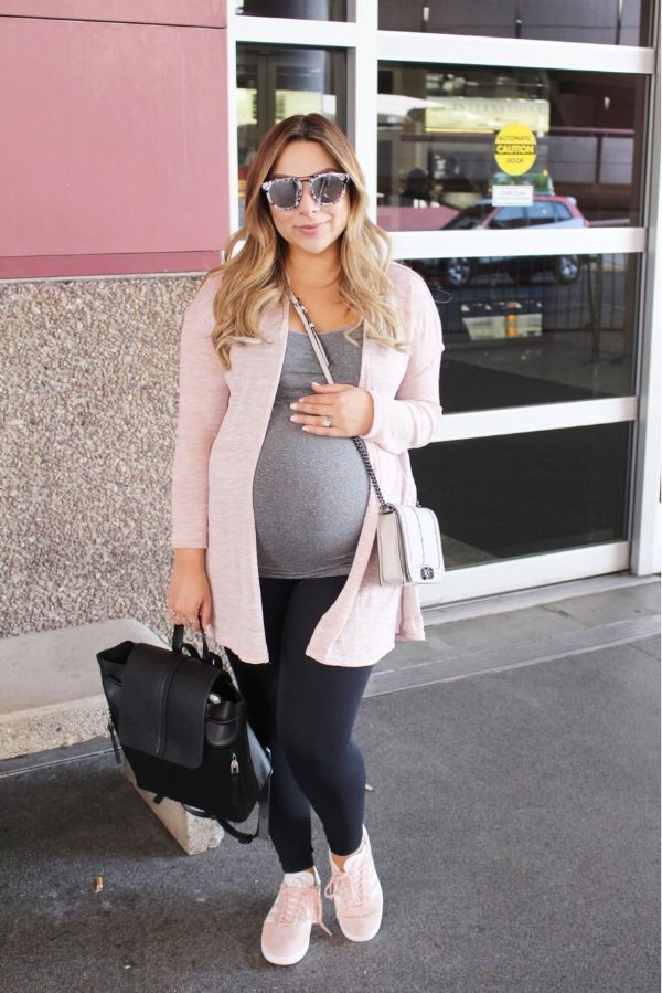 6674f2871f Travel Pregnancy Style---Airport Maternity Outfit