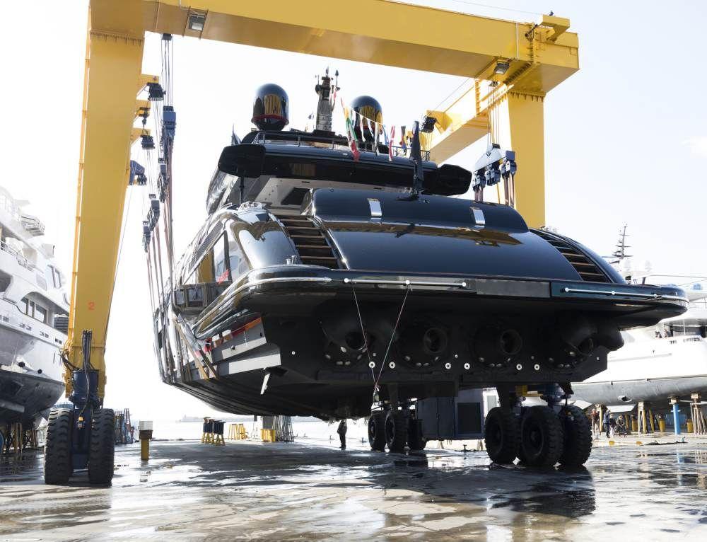 Overmarine's first allblack Mangusta 165 hits the water