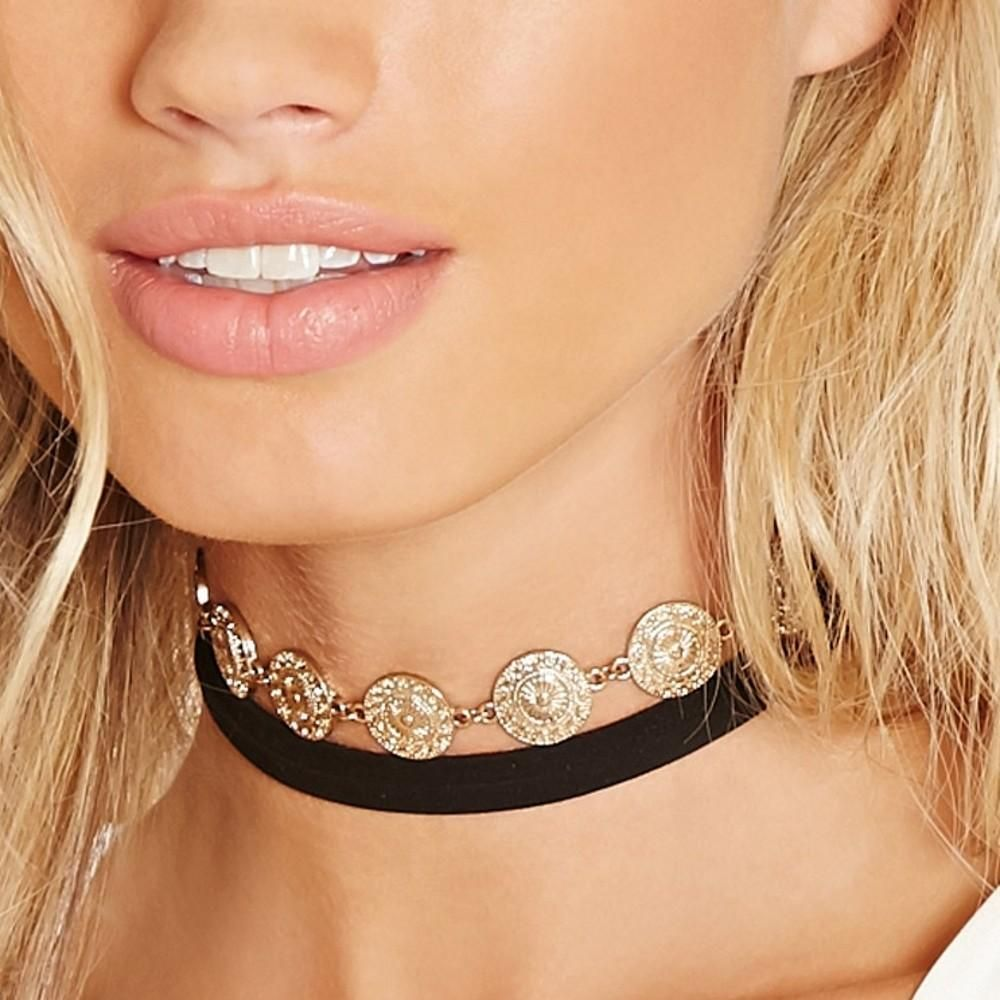 Flower velvet choker for minimalistic styling choker and products