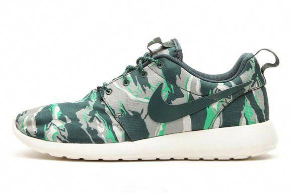 45242085c9bf Nike Roshe Run  Green Tiger Camo