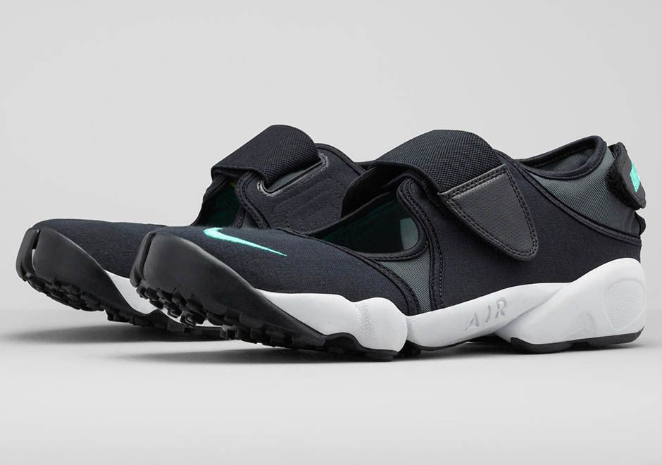 95dfc8d94e0 The Unauthorized Guide To Becoming A Street Style Star. Nike Air Rift ...