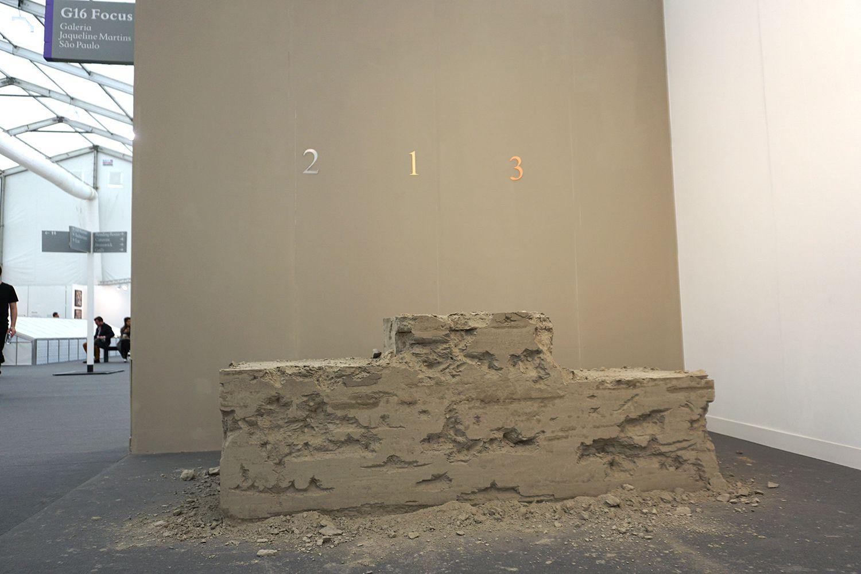 """Podio para ninguém, from the project Zona de instabilidade"" Lais Myrrha at Jaqueline Martins #FriezeLondon2015 #Frieze #FriezeArtFair #London #FeriaArte #ArtFair #ArteContemporáneo #ContemporariArt #Art #Arte #Arterecord 2015 https://twitter.com/arterecord"