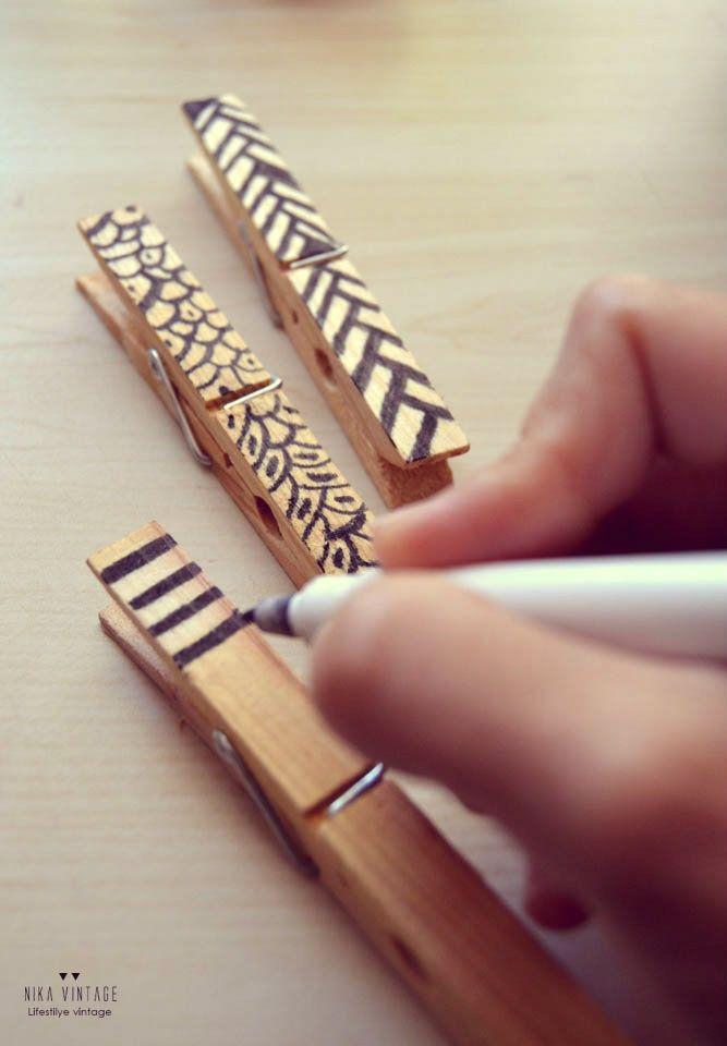 Diy hacer portafotos con pinzas madera 2 artesan a - Hacer manualidades con madera ...