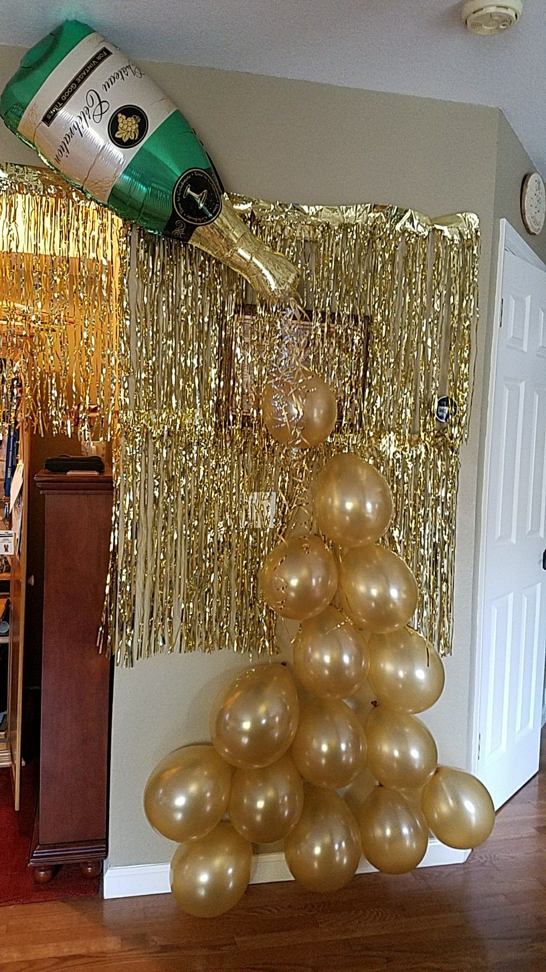 Popping Bottles!!! Champagne Balloon Bottle display!