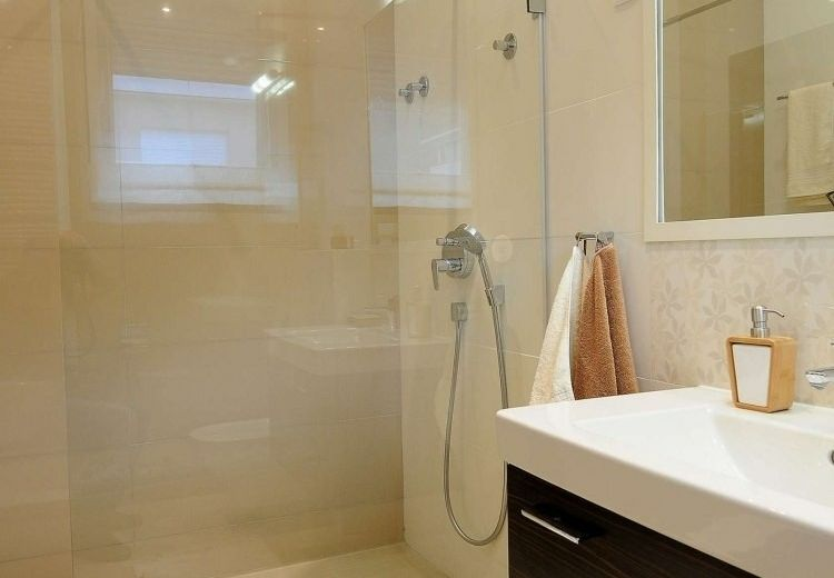 cuarto baño pequeño color beige Baños Pinterest Color beige