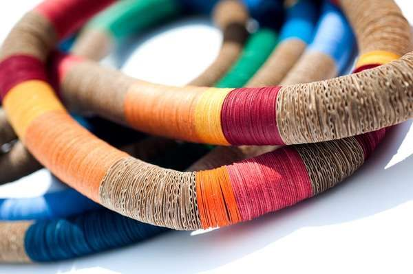 Acessórios coloridos papelão