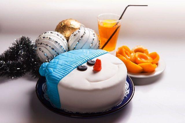 Как красиво украсить торт на Новый 2019 год: в домашних условиях, идеи