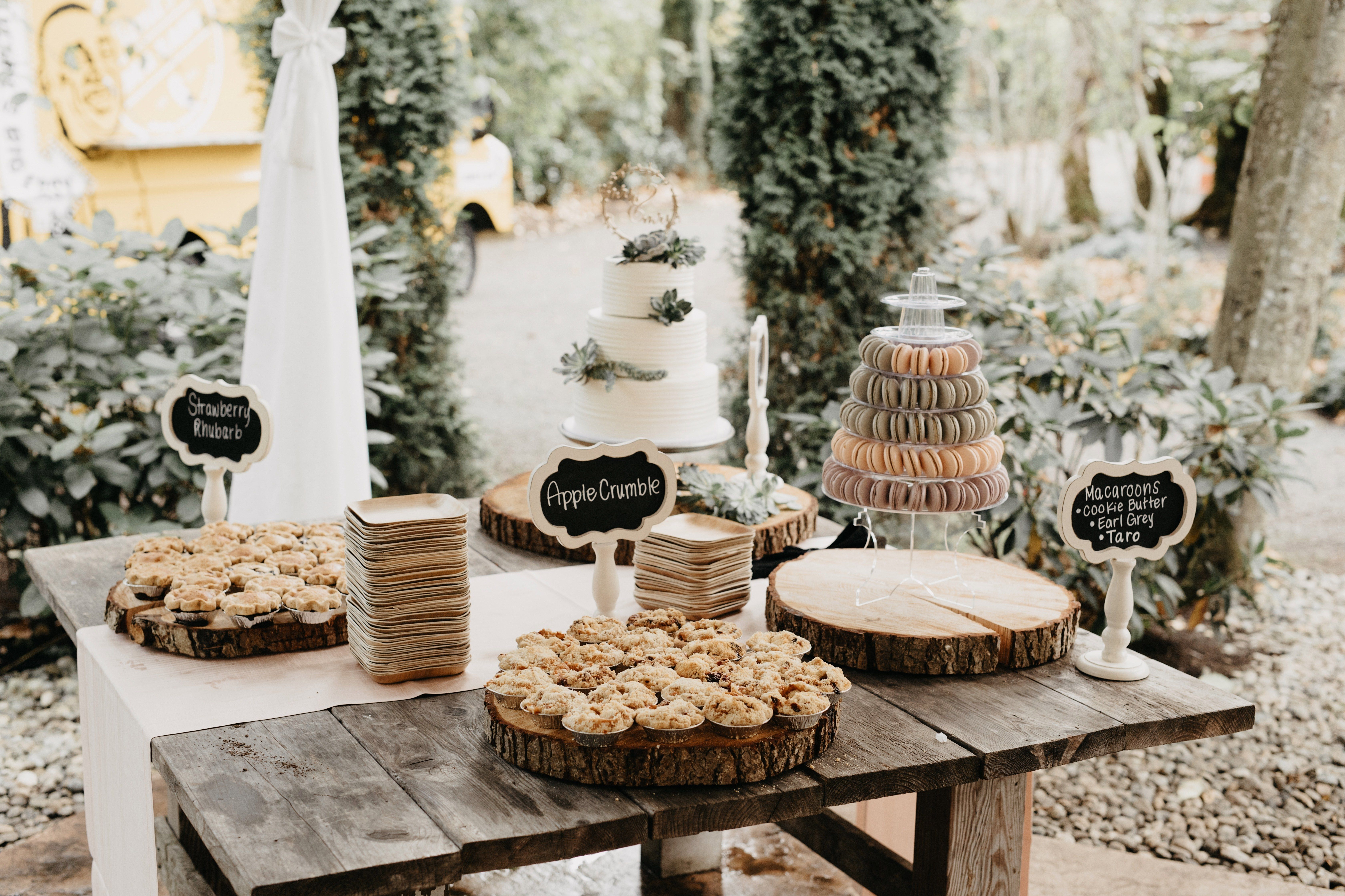 The Prettiest Wedding Dessert Sign Trend You Have To See Dessert