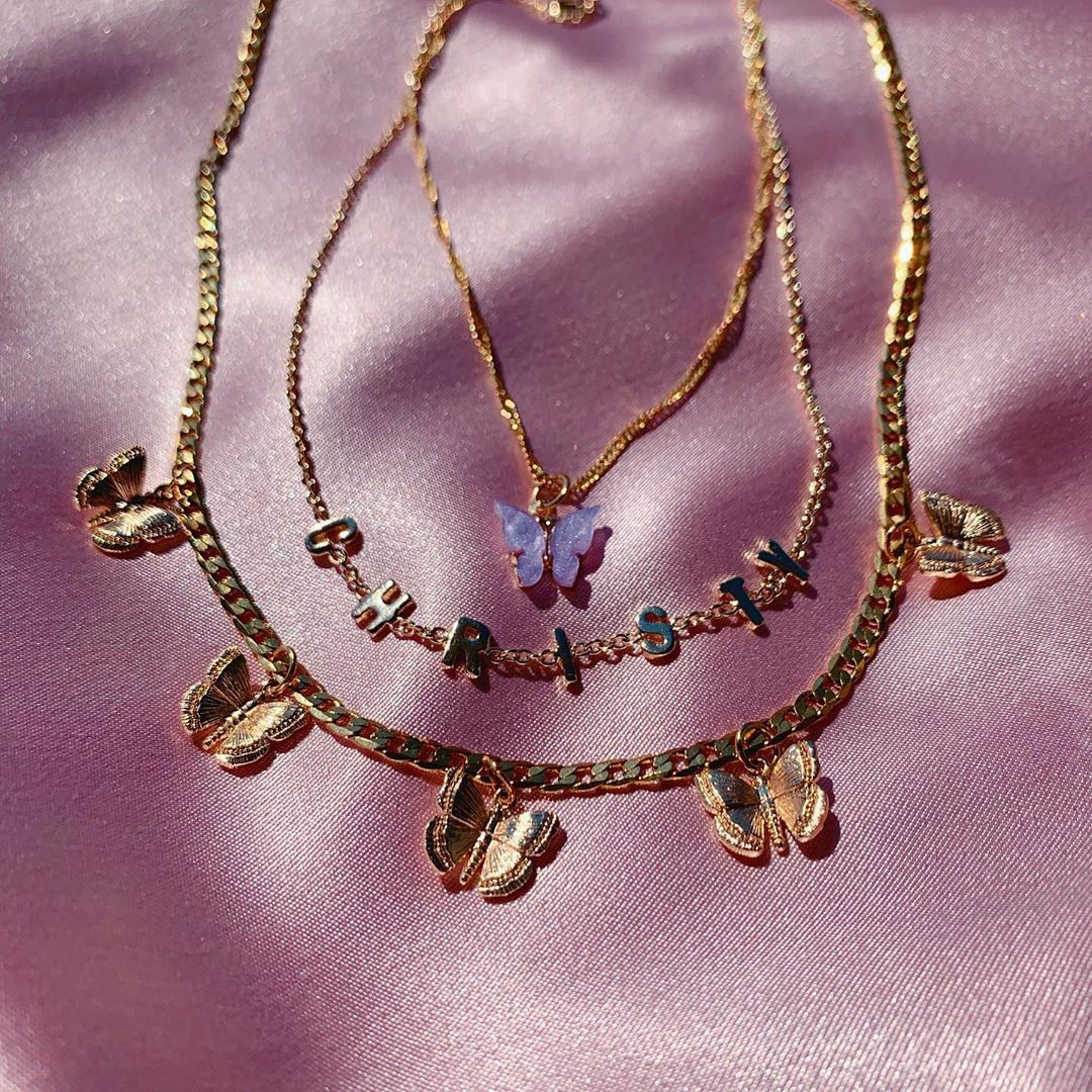 how to layer necklaces without them tangling