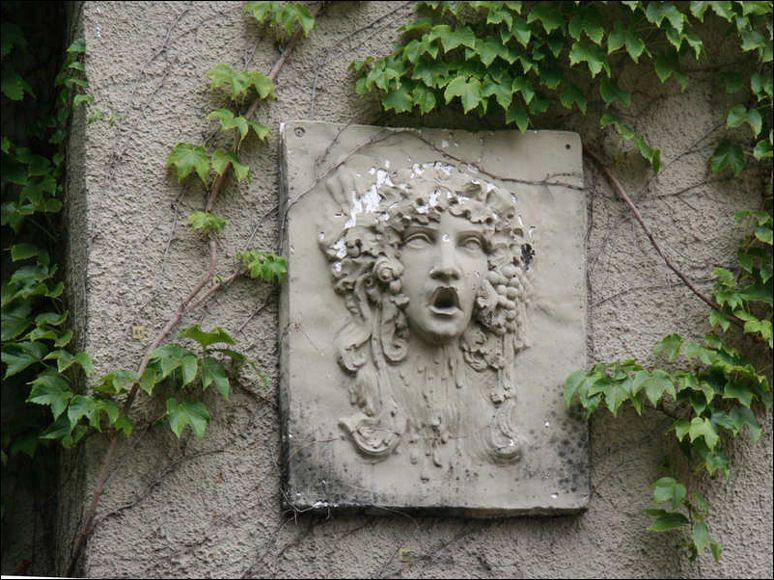 Fabulous Outdoor Wall Art In The Back Yard Incredible Outdoor Wall Art With Artistic Statue Shaped In Roma Garden Wall Art Outdoor Wall Decor Outdoor Wall Art