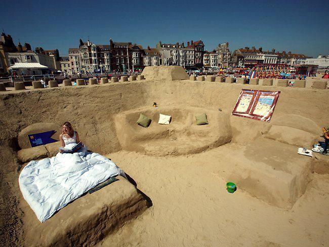 Sand Hotel In Weymouth Beach Dorset Uk Amazing Art Creativity Sandart