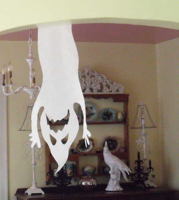 Spooky ghost made with white interfacing! Looks easy enough...maybe even poster board would work!