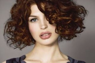 Coupe carre degrade cheveux ondules