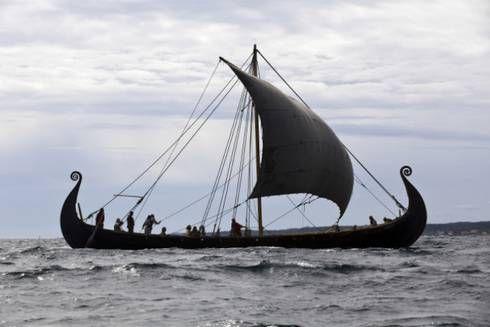 Vikingeskibet, der ikke kunne sejle, er på vej over Kattegat med kurs mod Roskilde - Vikingeskibsmuseet Roskilde