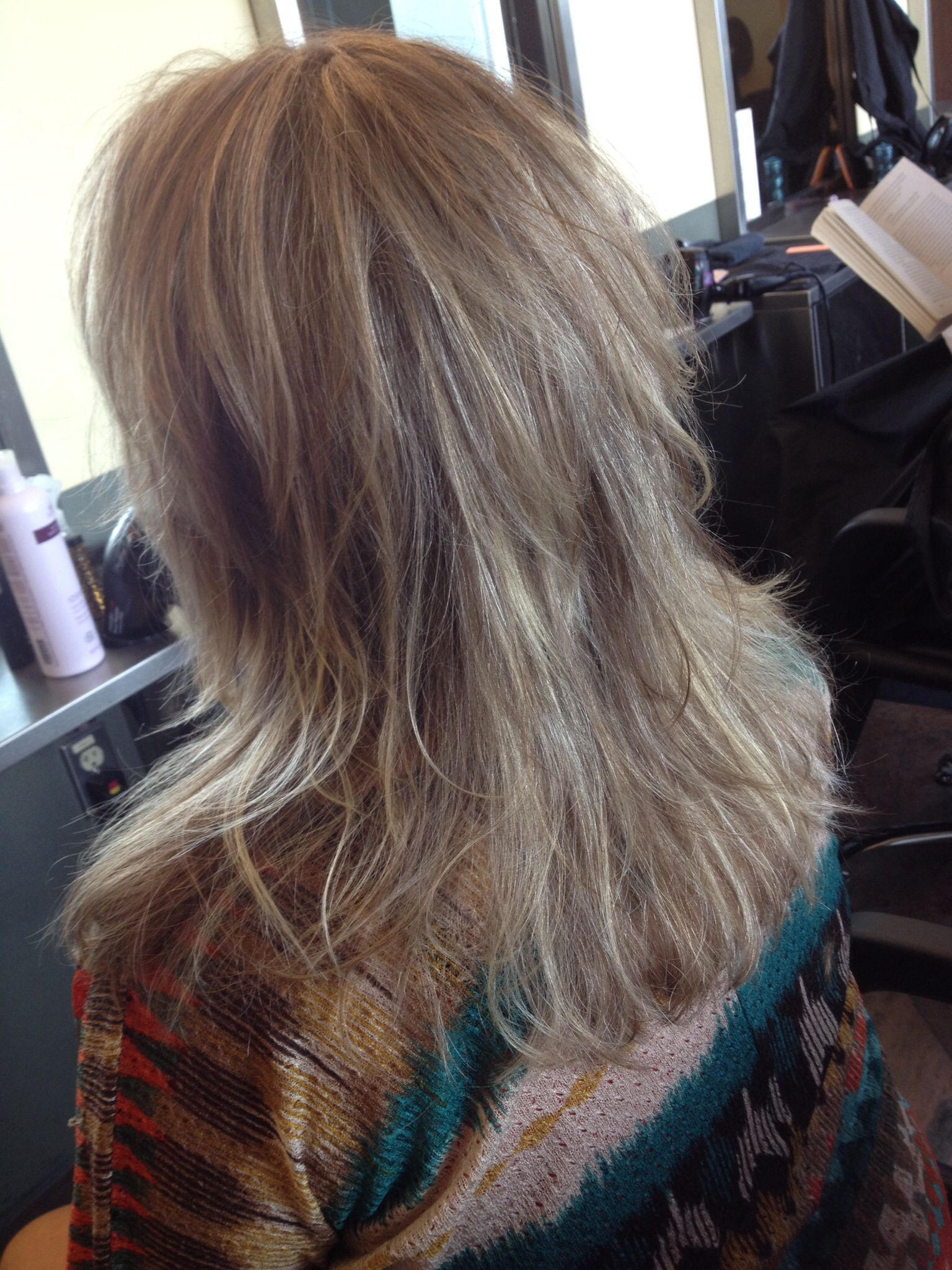 Full head highlight pivoting concave layers with far wards flow