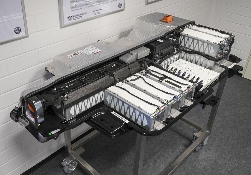 VW eGolf battery pack Nissan leaf, Electric cars, Nissan