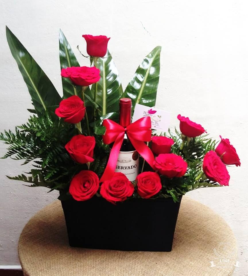 Arreglo de rosas y vino