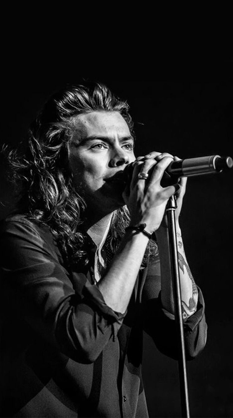 Harry Styles In 2020 Harry Styles Long Hair Harry Styles Thick Hair Styles