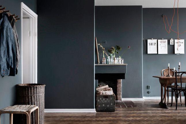 Warme Donkere Woonkamer : Warm huis vol donkere tinten home dark interiors dark walls