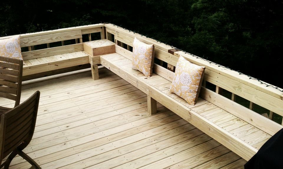 Perimeter bench seating on deck love this remodeling for Small deck seating ideas
