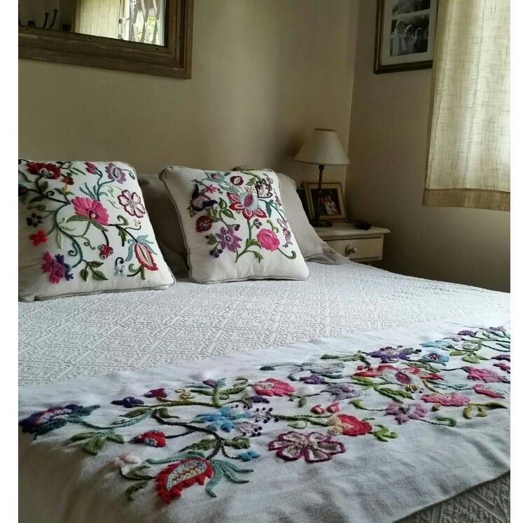Pie de cama y almohadones bordados bordado mexicano - Almohadas para cama ...
