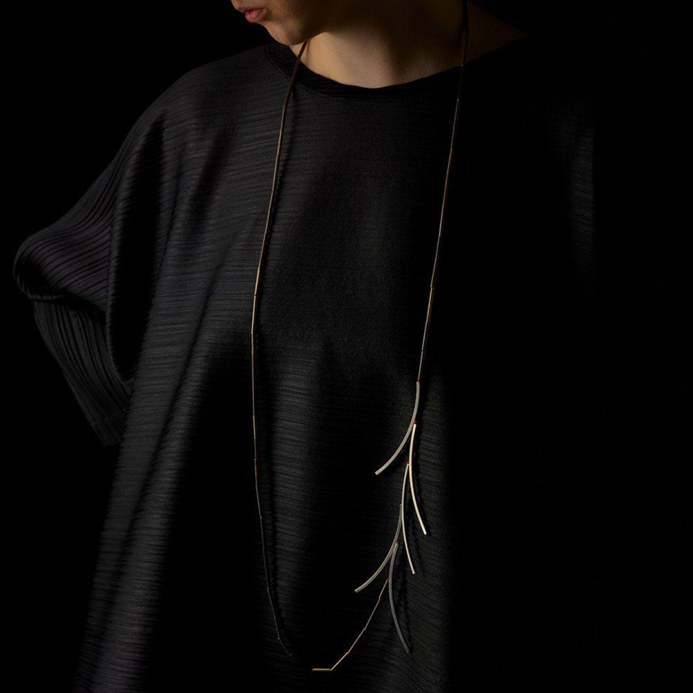 Alysson Sterling linda van niekerk. neckpiece: pandanus palm (long), 2019