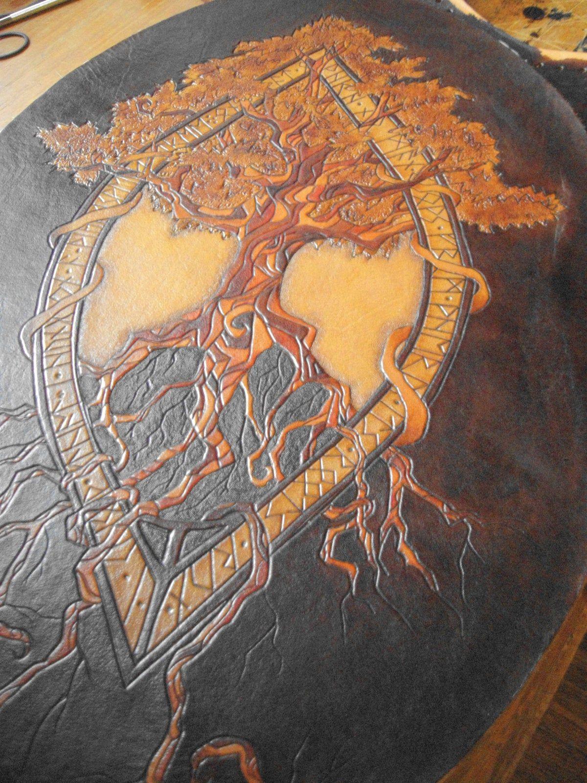 Yggdrasil In Bowed Antique Frame Antieke Lijsten Een Tatoeage Krijgen Een Tatoeage