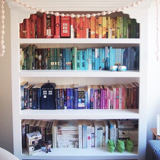 ... through a huge phase with books and bookshelves and reading right now  and this just makes me want to read even more books lol. It's just so  colorful ...