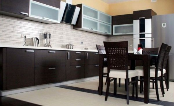 Modern European Kitchen In Wenge Veneer Cocinas Wengue Dark