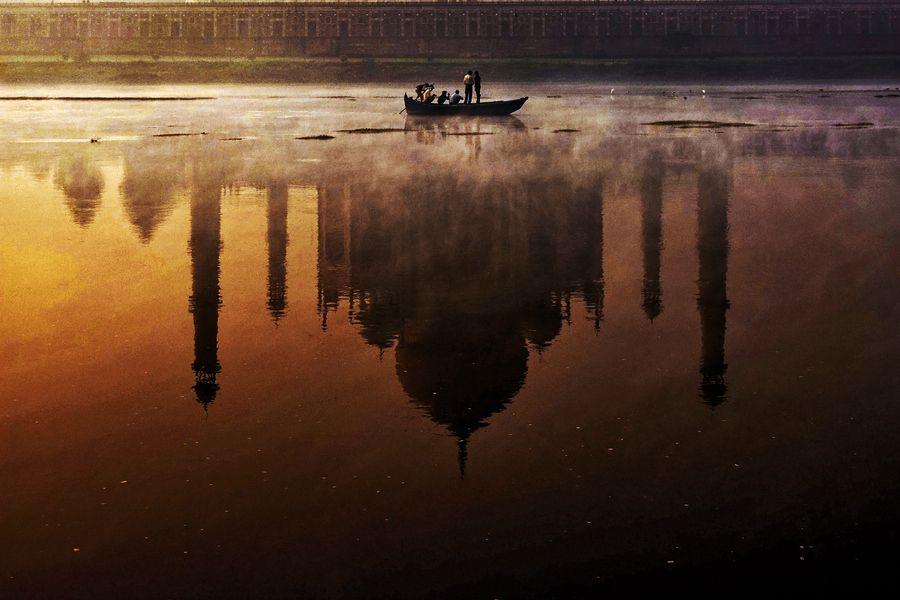 vacilandoelmundo:    Taj Mahal, Agra, India