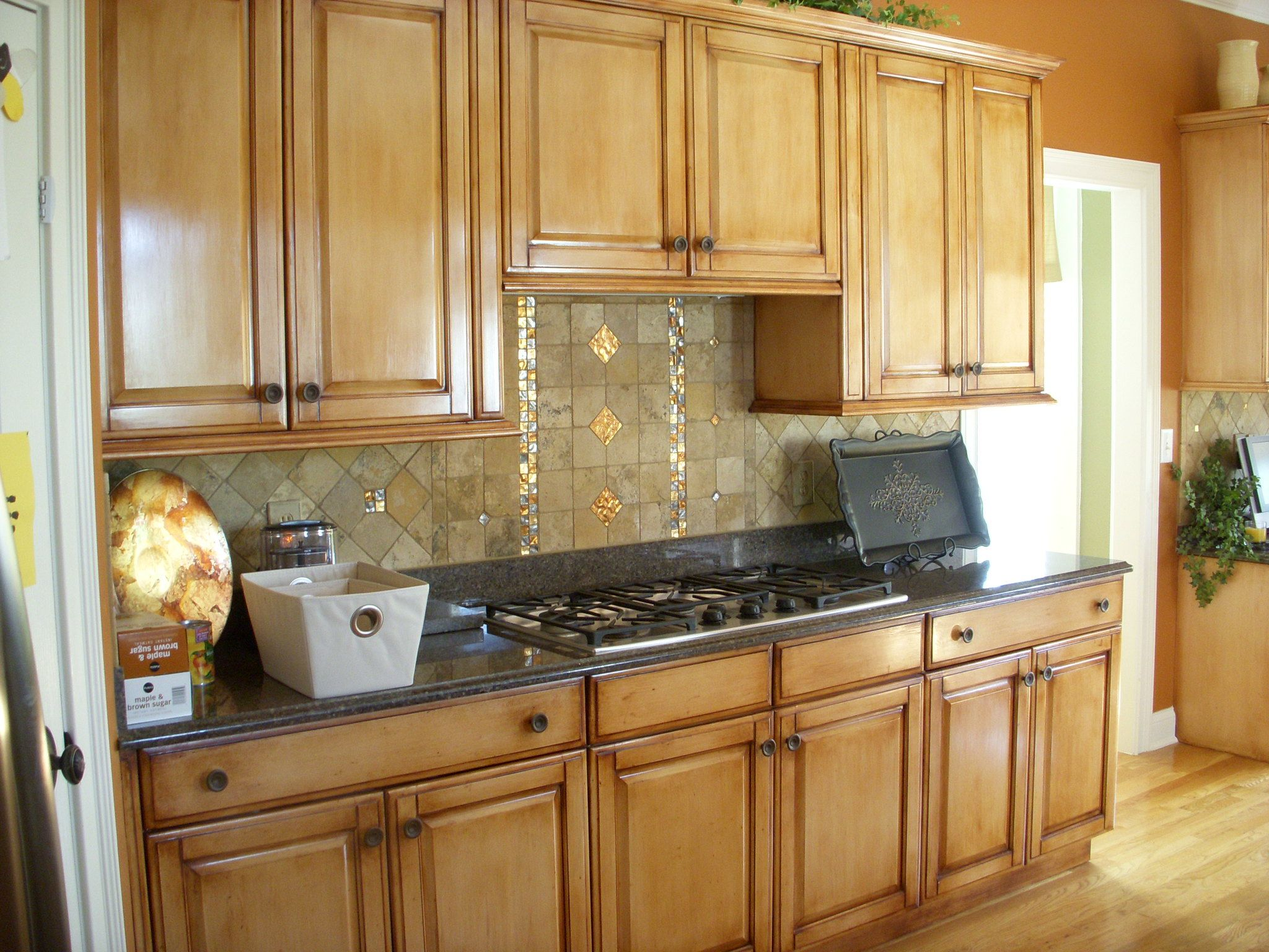 Glazed Cabinets In 2020 Honey Oak Cabinets Oak Kitchen Oak Cabinets