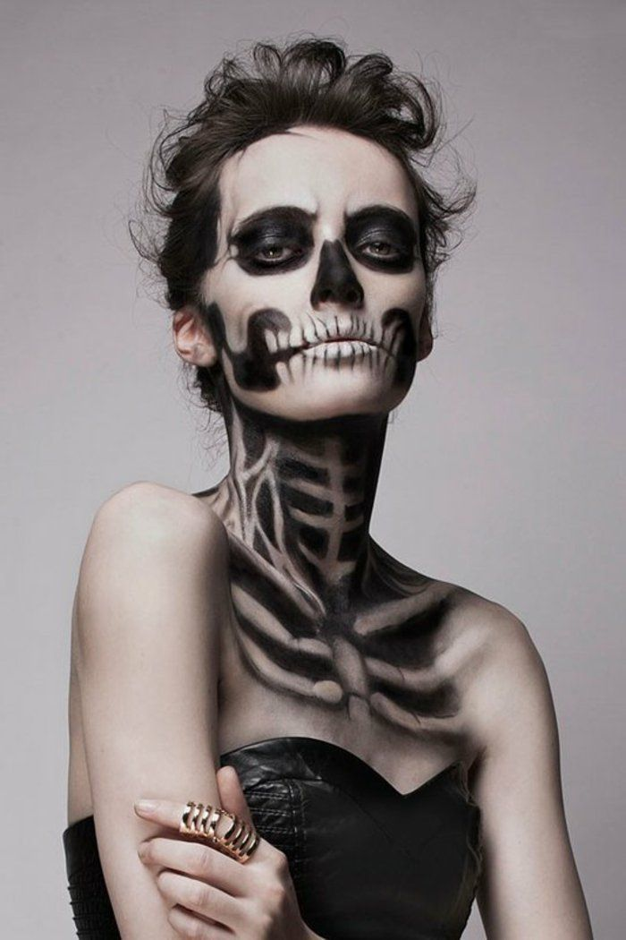 maquillage halloween simple avec un crayon noir