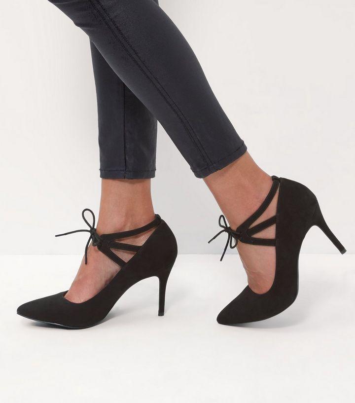 Chaussures à talons noires confortables avec bouts pointus et lacets