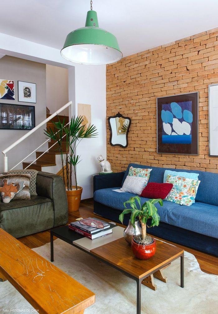 Einrichtungsideen Im Vintage Stil, Wohnzimmer, Blaues Sofa Mit Deko Kissen,  Zimmerpflanzen, Holzbank