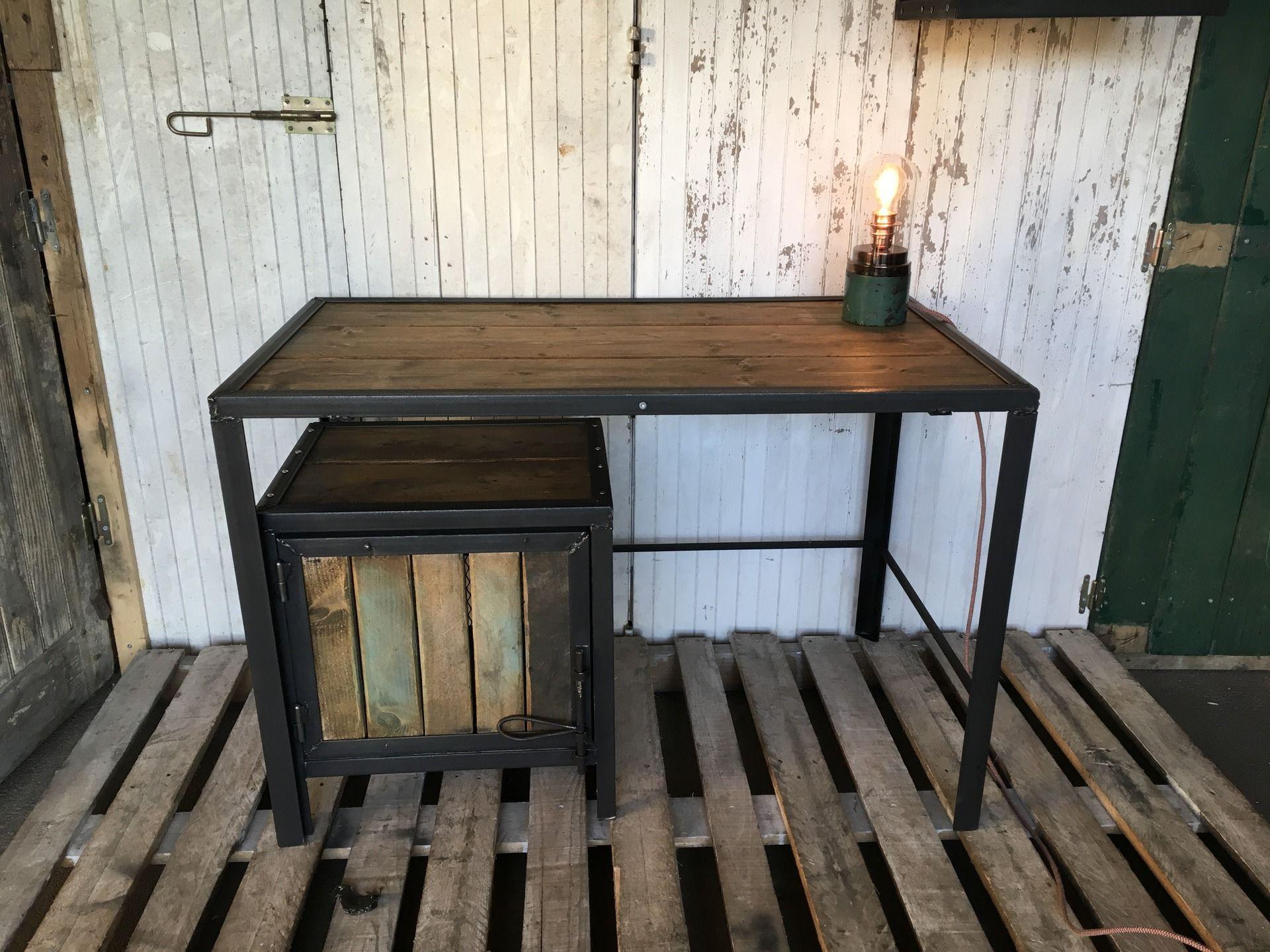 bureaux meuble industriel en acier et bois meubles deco. Black Bedroom Furniture Sets. Home Design Ideas