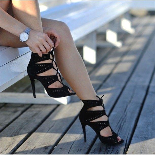 """""""¡Amo los #LaceUpSandals! ¿Les gustan estas? #AmoLosZapatosRD #ShoesToBeHappy"""""""