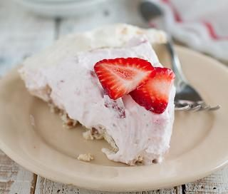 Strawberry Cream Angel Pie / Every barbecue needs a sweet finish and this seasonal strawberry pie is perfect. Light as a cloud, a crunchy pecan and meringue crust is filled with a creamy strawberry filling. @Deborah Harroun {Taste and Tell} #memorialday