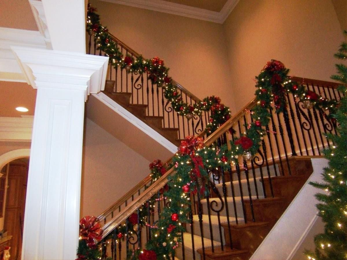 beautiful staircase handrails with nice garland for amazing christmas interior decoration ideas must see amazing home interior designing for wonderful - Christmas Decorations Stairs Pinterest