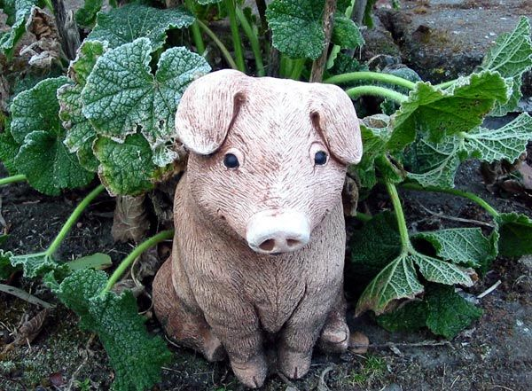 Iu0027ve Been Wanting A Pig For The Front Flower Bed. Little Pig Statue