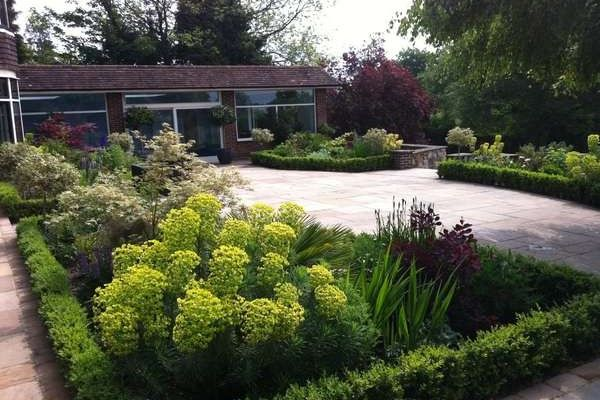 15 Breathtaking Corner House Landscaping Ideas