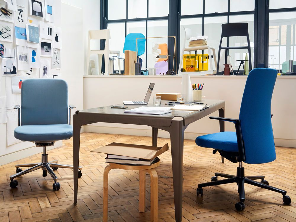 Exceptionnel The Pacific Chair Was Designed By Barber And Osgerby For Vitra. It  Functions As Ergonomic Seating, Yet Maintains A Simple Design Without  Obtrusive Levers.