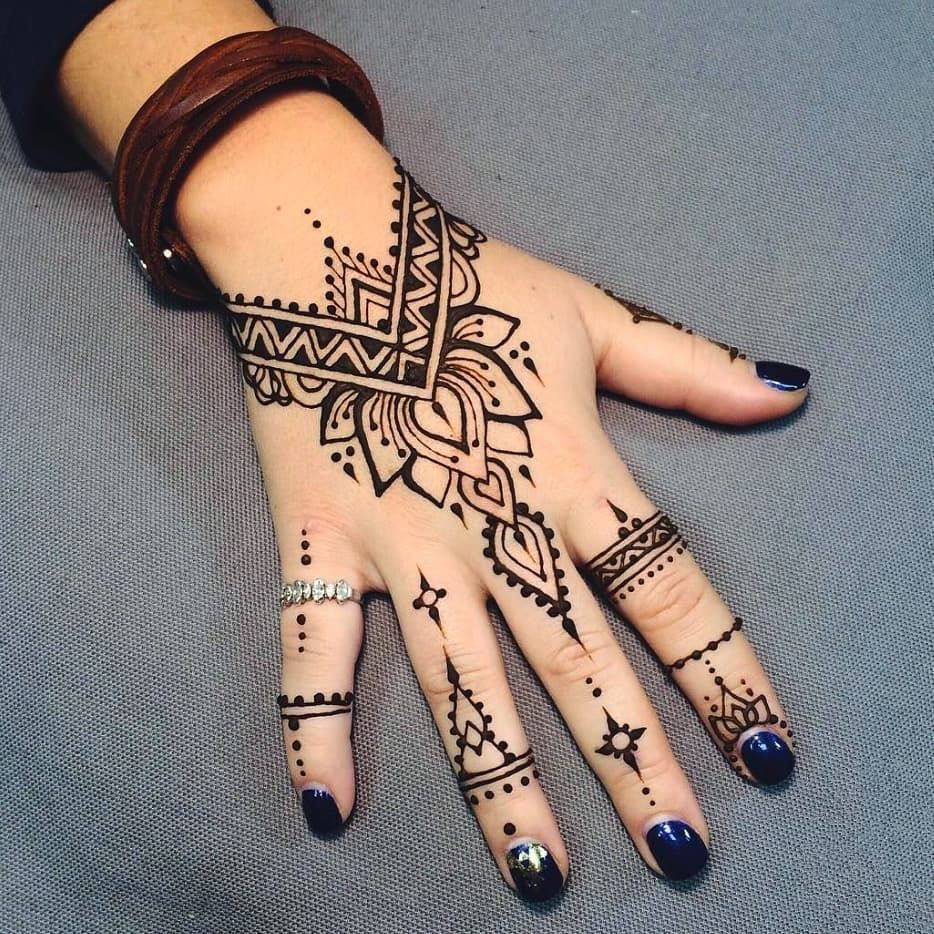 Design For Black Henna Cantik Kan Pakai Inai Hitam To Achieve This Look Rm30 Per Box Ada 12cones Henna Tattoo Hand Henna Designs Hand Henna Tattoo Designs