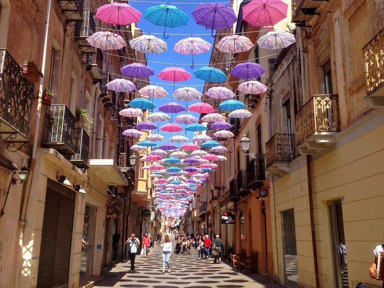 Best Umbrella Streets Around the World - According to Travel Bloggers #bestumbrella