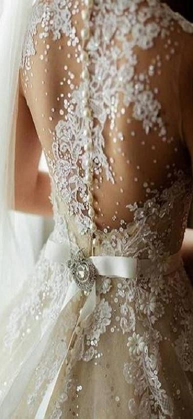 If only I had the perfect back and confidence for this... lol bridal back details ♥✤ | KeepSmiling | BeStayBeautiful