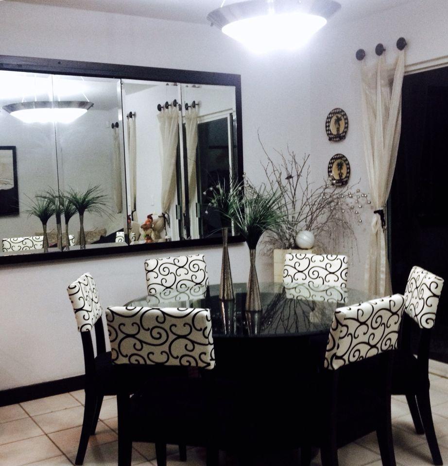 Lindo comedor con espejo para espacios peque os - Decoracion de interiores para espacios pequenos ...