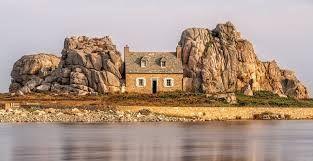"""Résultat de recherche d'images pour """"house between two rocks"""""""